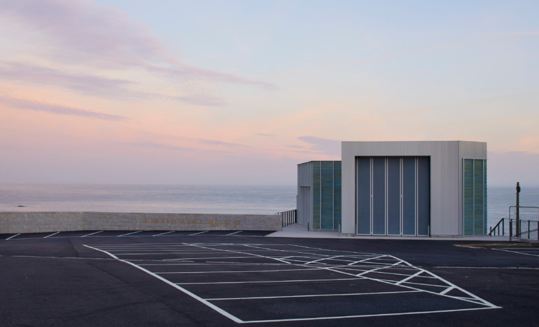 Jamie-fobert-architects-tate-st-ives-ceramic-leech-beach-cornwall-sky-Hufton-Crow