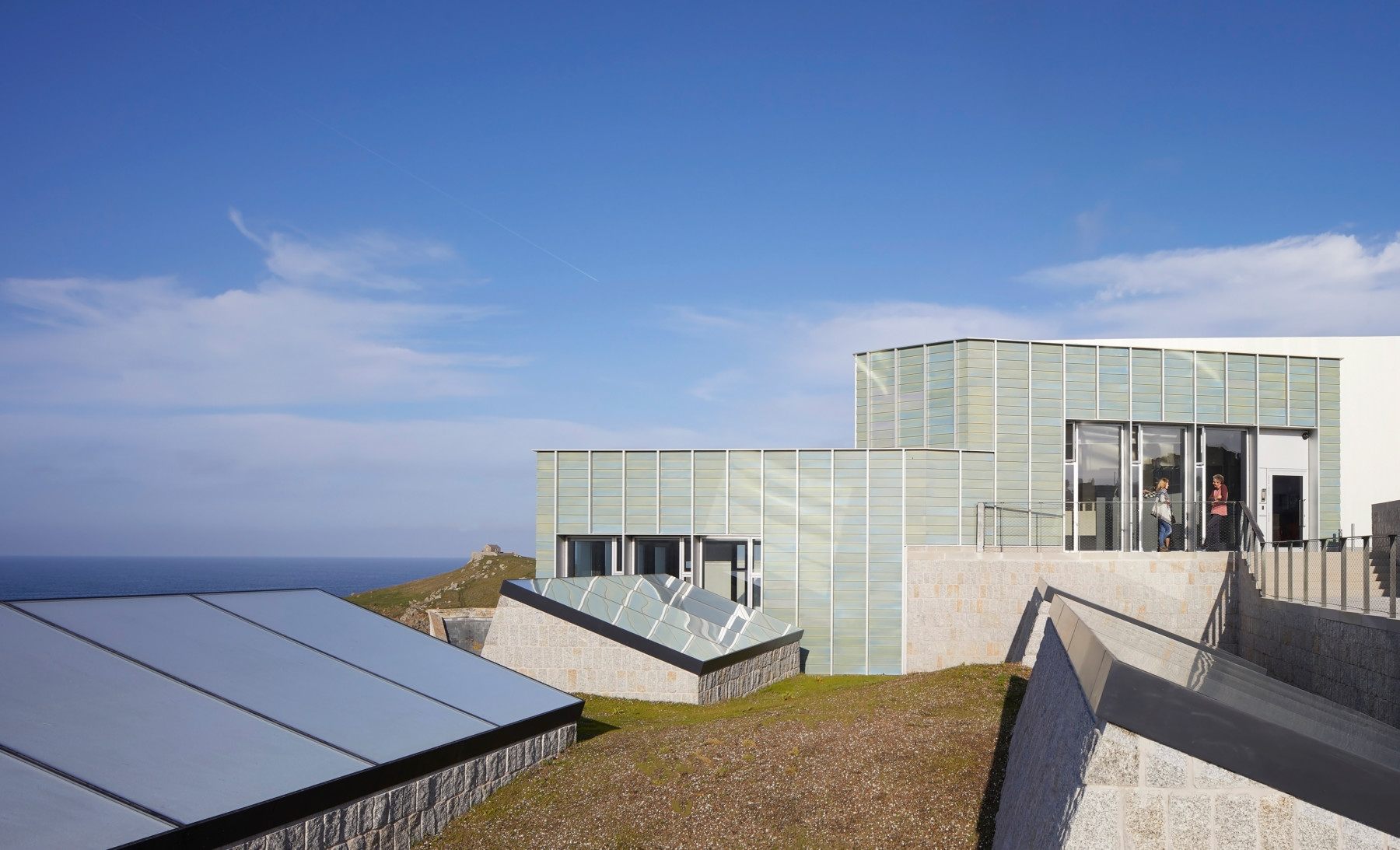 Jamie-fobert-architects-tate-st-ives-ceramic-leech-beach-cornwall-sky-Hufton+Crow