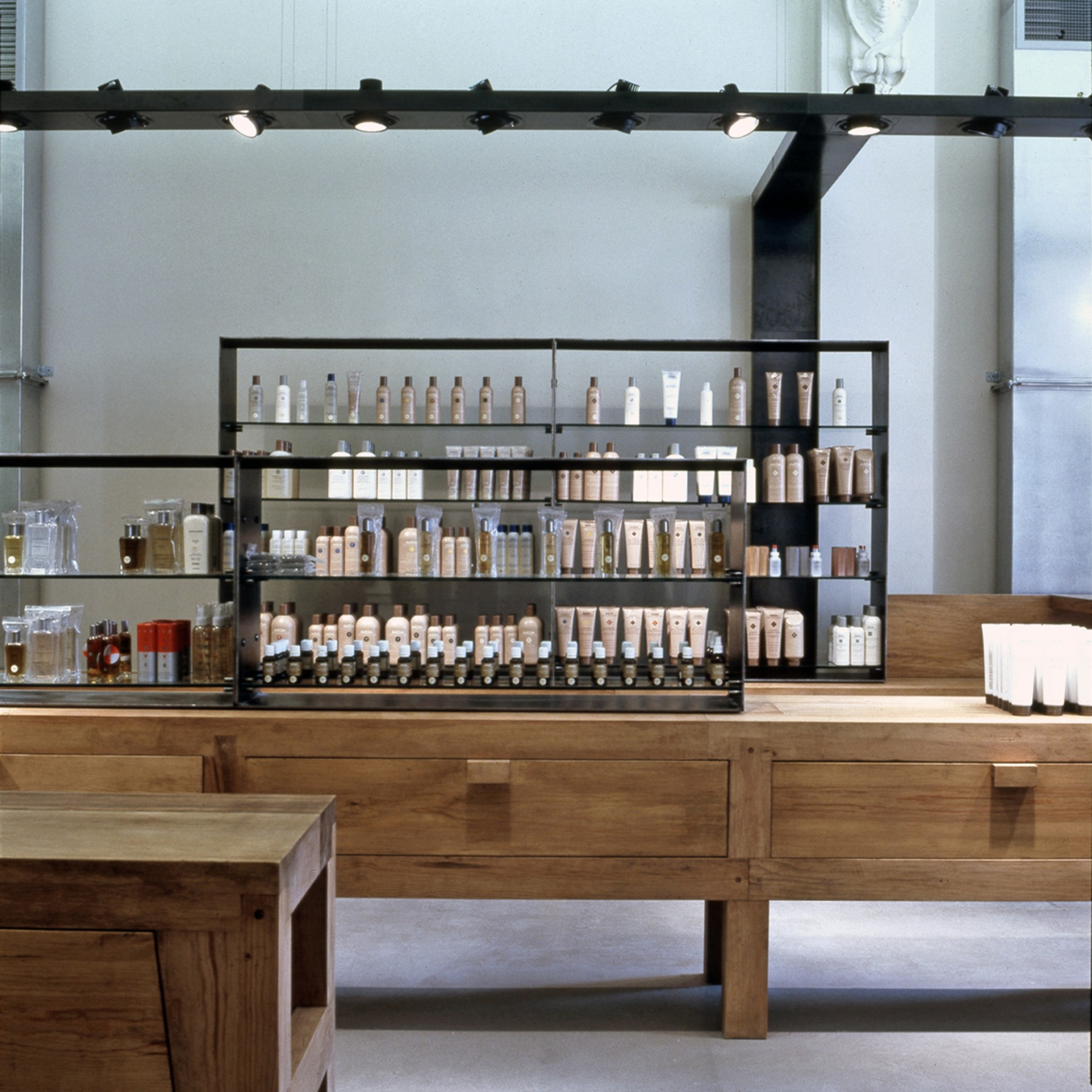 Aveda-London-New-York-Berlin-craft-organic-cosmetic-company-design-concept-Jamie-Fobert-Architects-5
