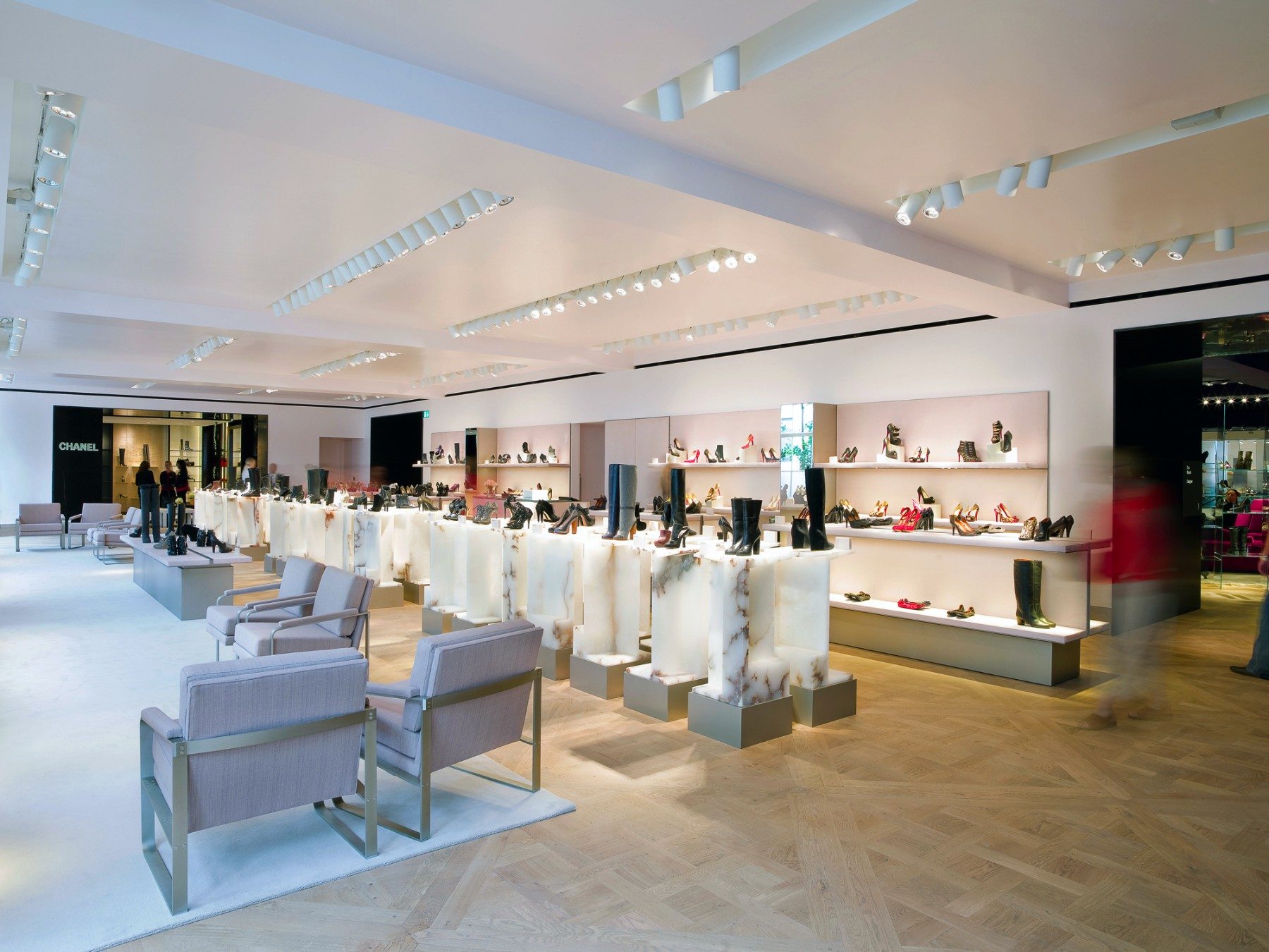 Selfridges-London-designer-fashion-retail-Jamie-Fobert-Architects-shoe-galleries-alabaster-plinths