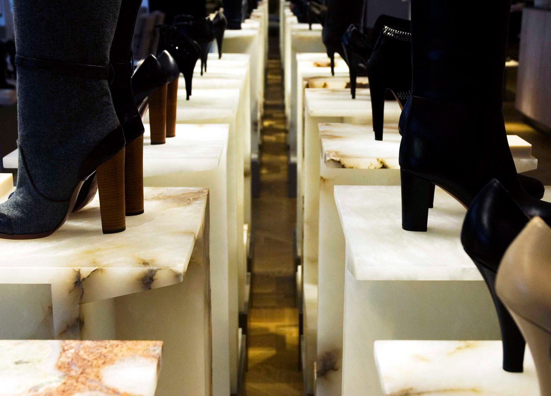 Selfridges-London-designer-fashion-retail-Jamie-Fobert-Architects-shoe-galleries-alabaster-plinths-4