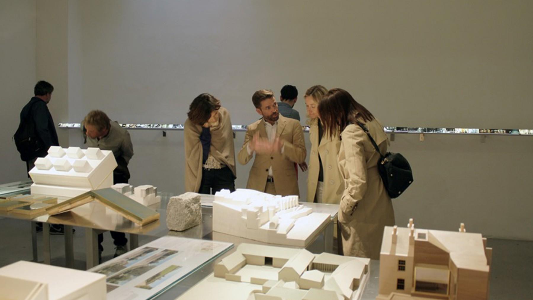 Jamie-Fobert-Architects- Exhibition-vernissage- Paris- Galerie-d'architecture- Jamie-explaining-models