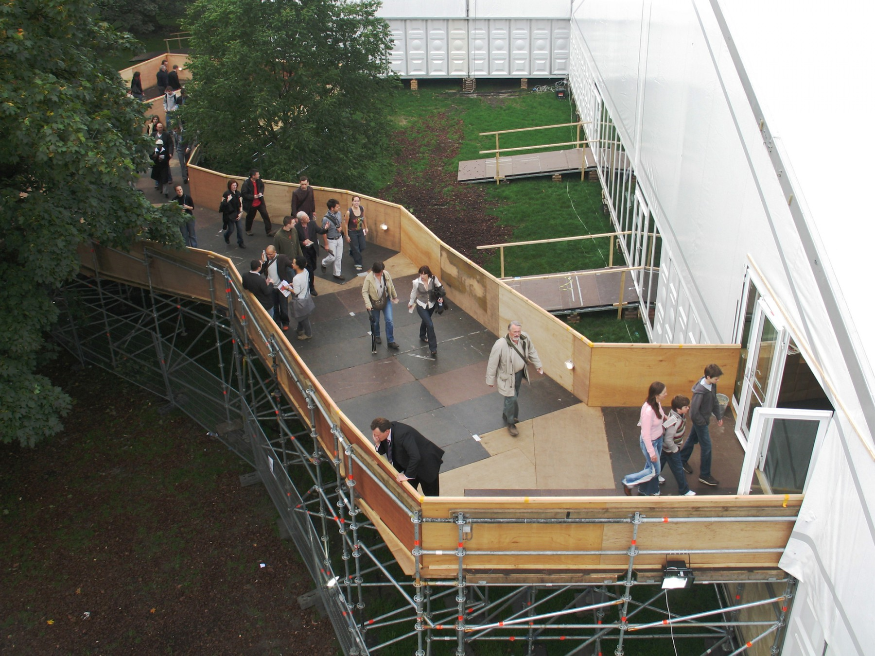 Jamie-Fobert-Architects Frieze-Art-Fair-scaffold-ramp-entrance-temporary structure-regents-park