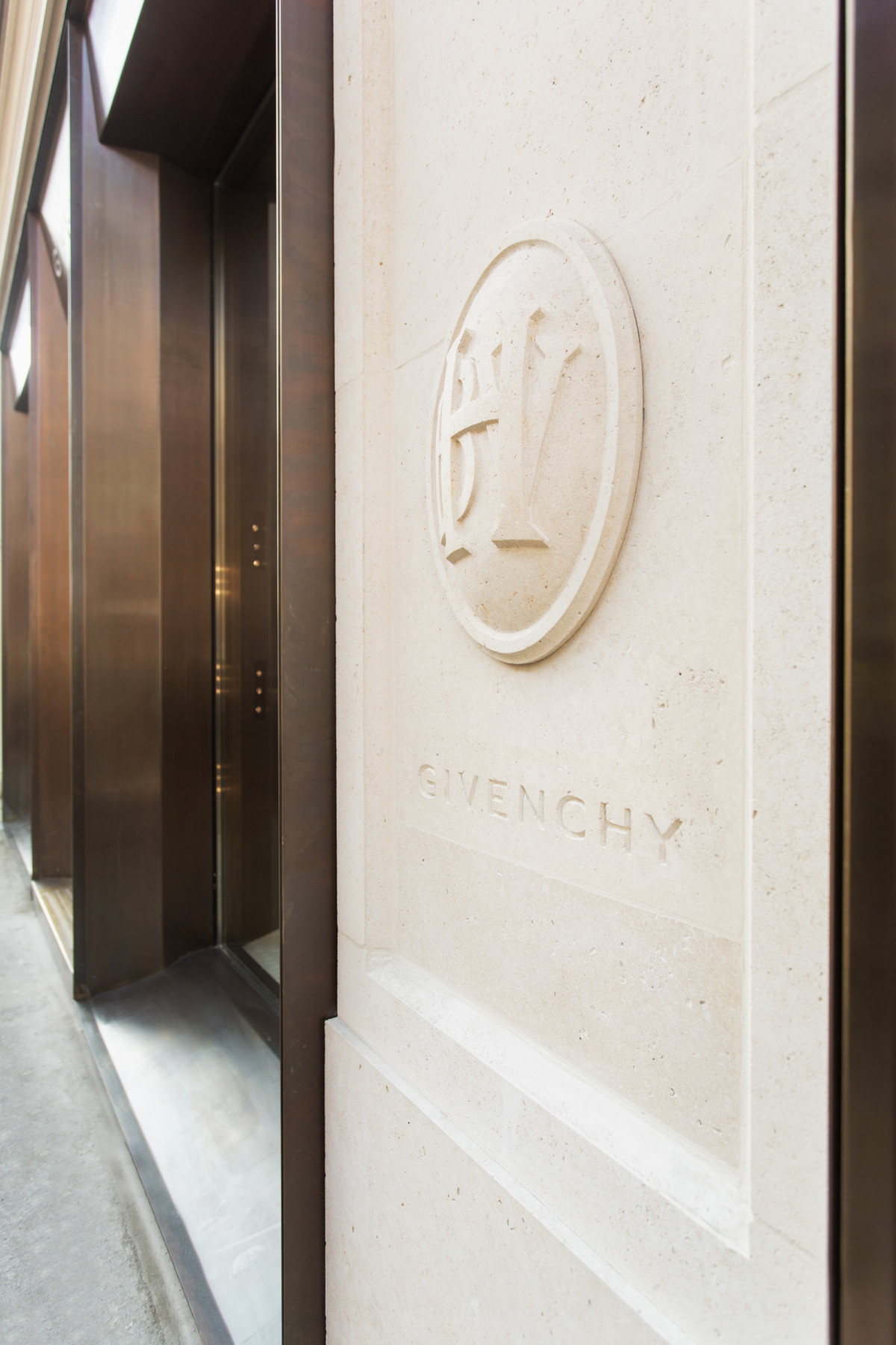 Jamie-fobert-architect-paris-bronze-rue-des-archives-givenchy-bhv