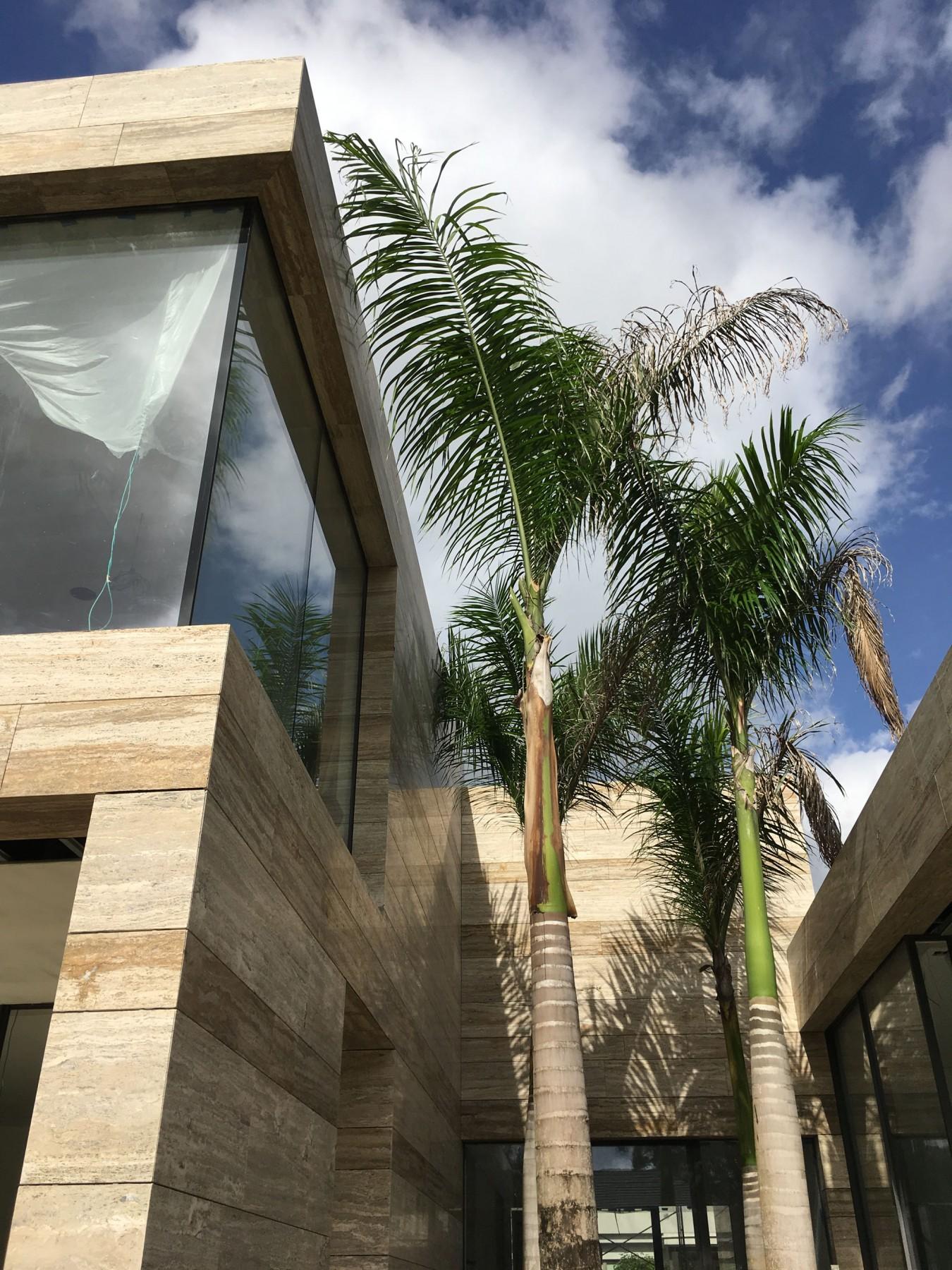 Family-house-port-of-spain-trinidad-jamie-fobert-architects-travertine