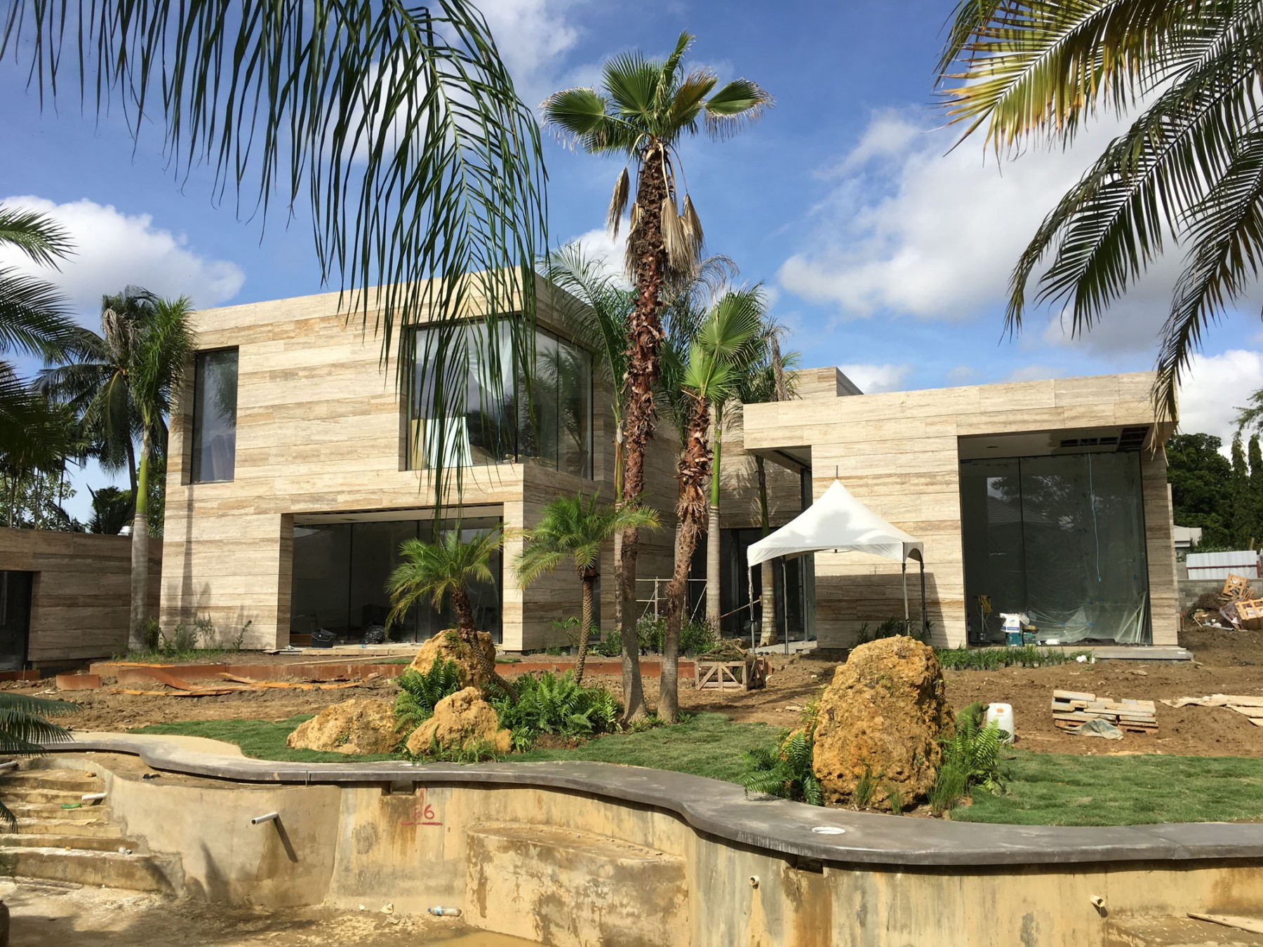 Family-house-port-of-spain-trinidad-jamie-fobert-architects-travertine-construction-lagoon