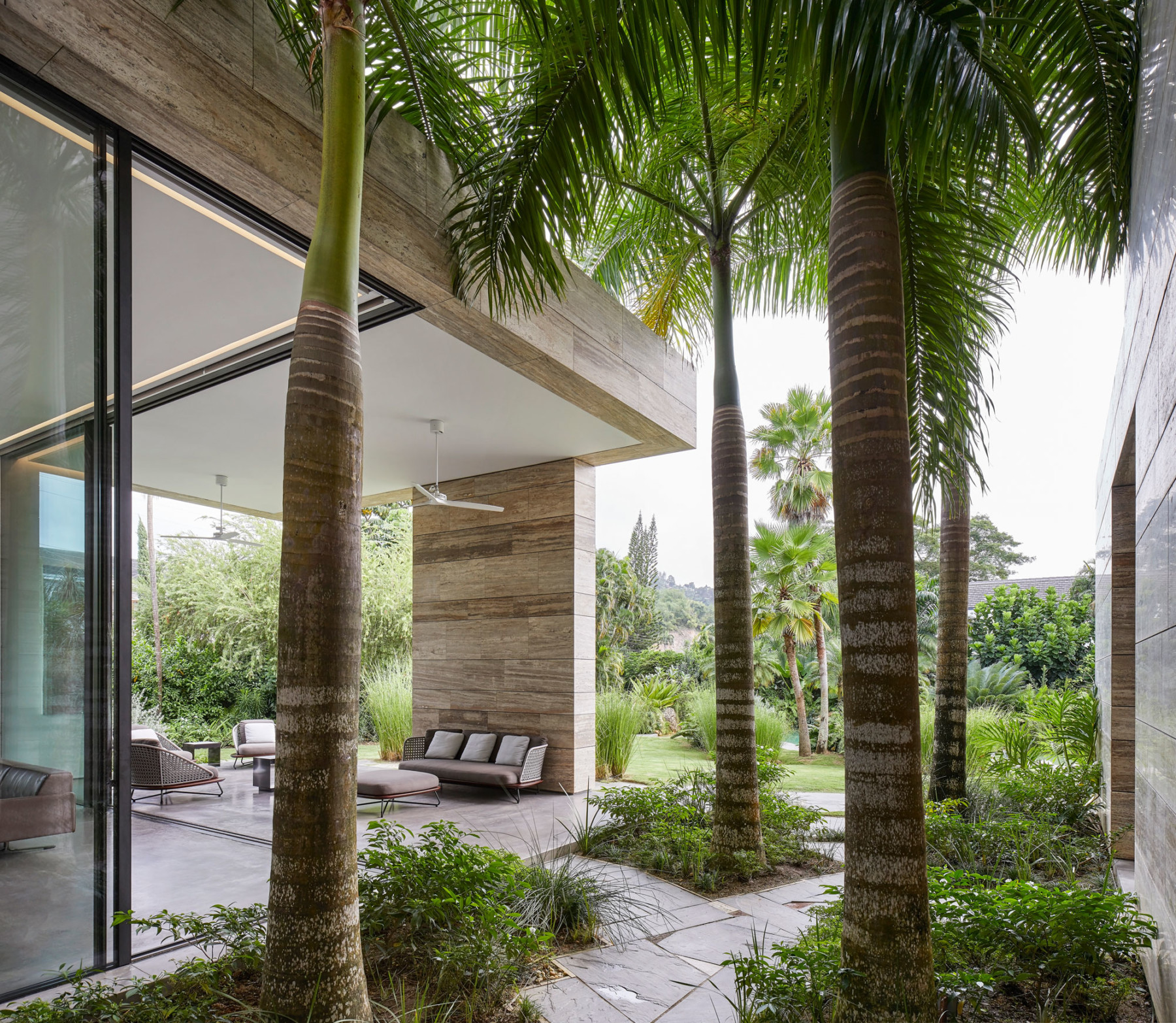 Jamie-Fobert-Architects travertine-house Port-of-Spain Trinidad Hufton+Crow 008