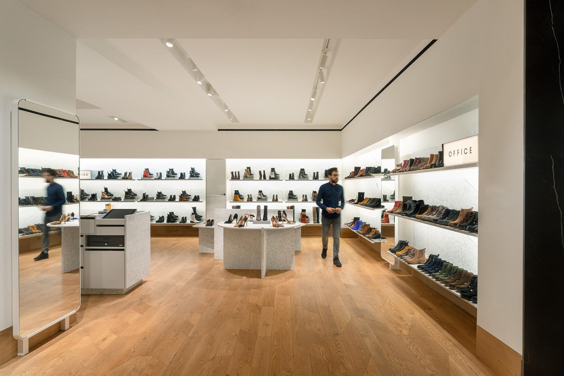 jamie-fobert-architects-selfridges-shoe-galleries-luxury-retail-concept-gallery-design-olivier-hess-photos-(2)