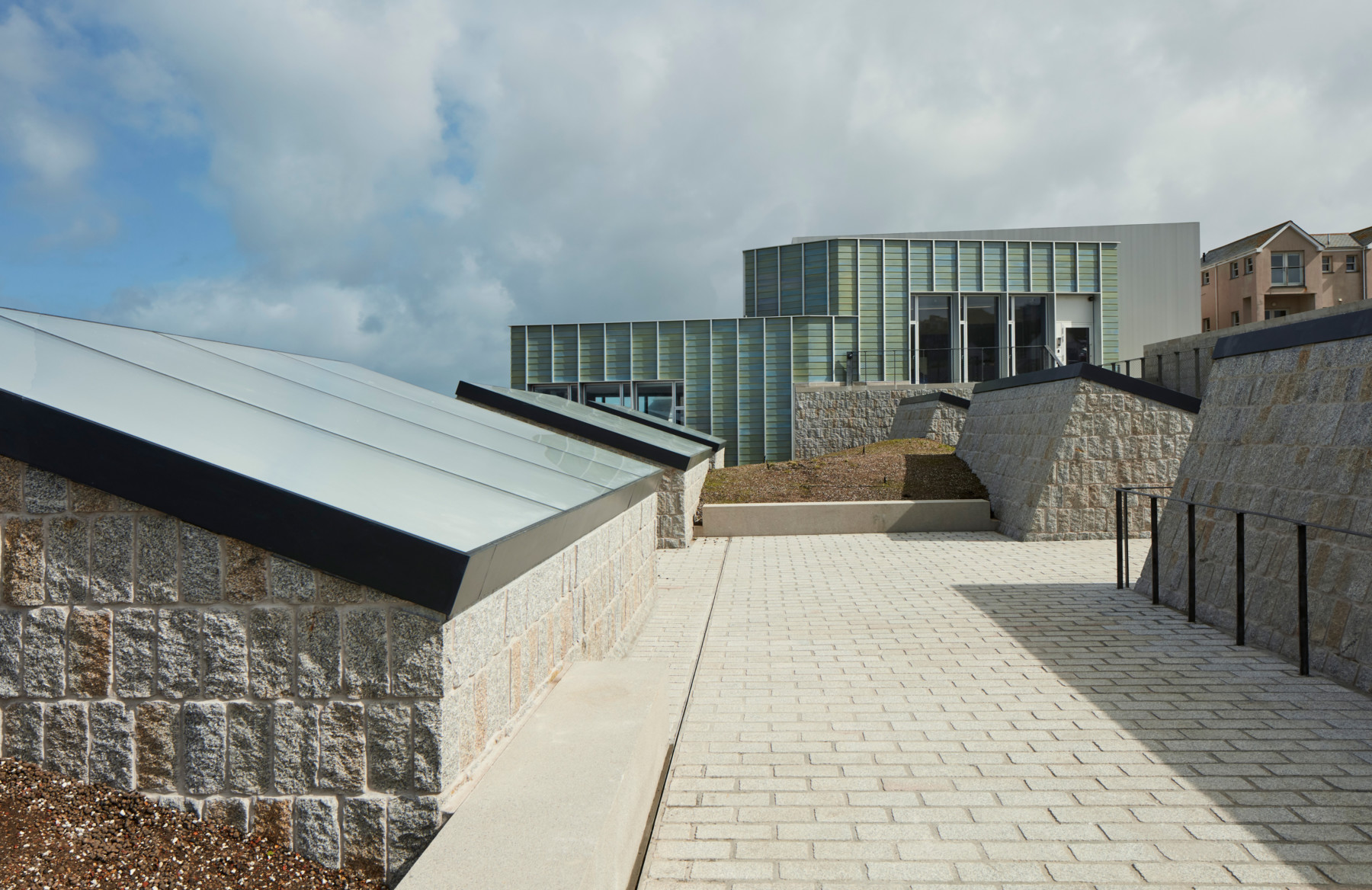 jamie-fobert-architects-tate-st-ives-granite-ceramic-cornwall-beach