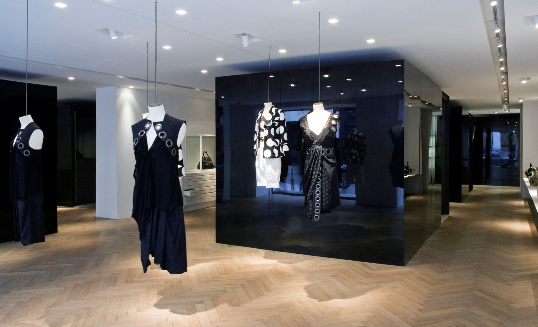 Givenchy-Paris-boutique-designer-fashion-retail-Jamie-Fobert-Architects-shop-13-case-study
