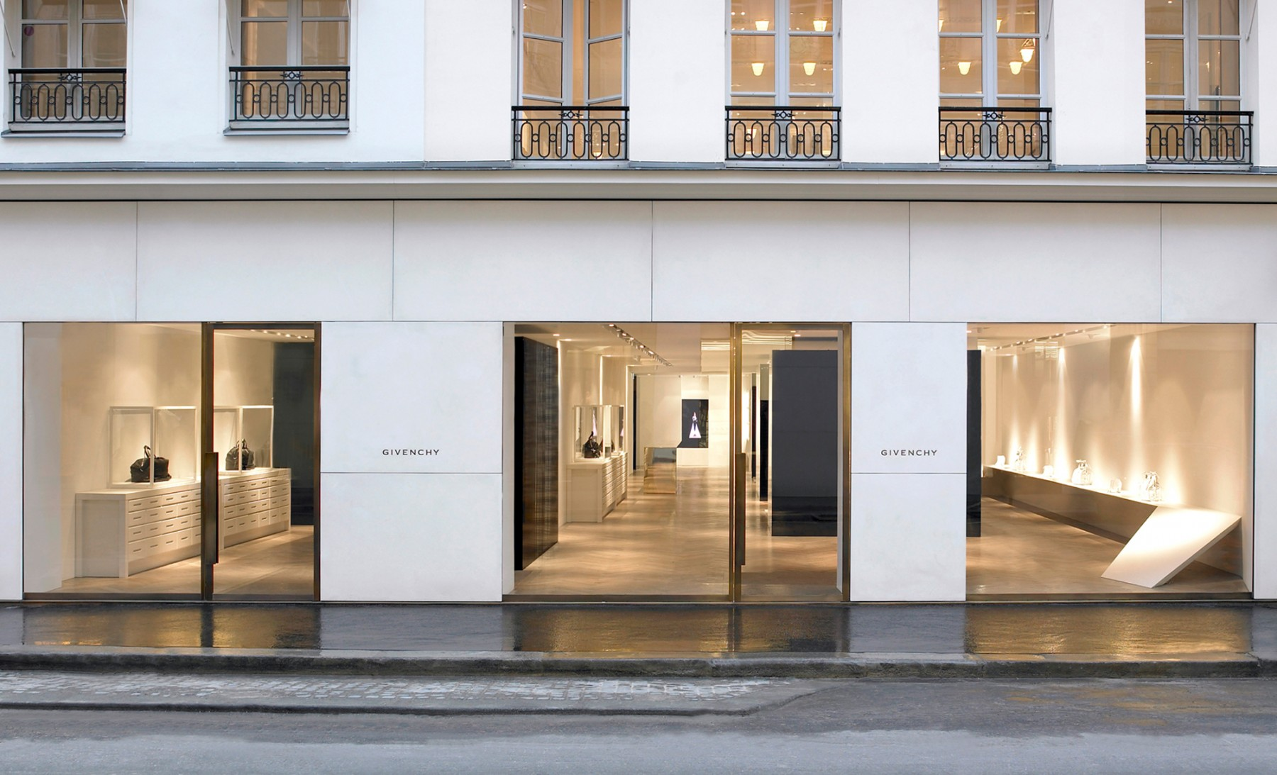 Givenchy-Paris-boutique-designer-fashion-retail-Jamie-Fobert-Architects-shop-facade-2-case-study