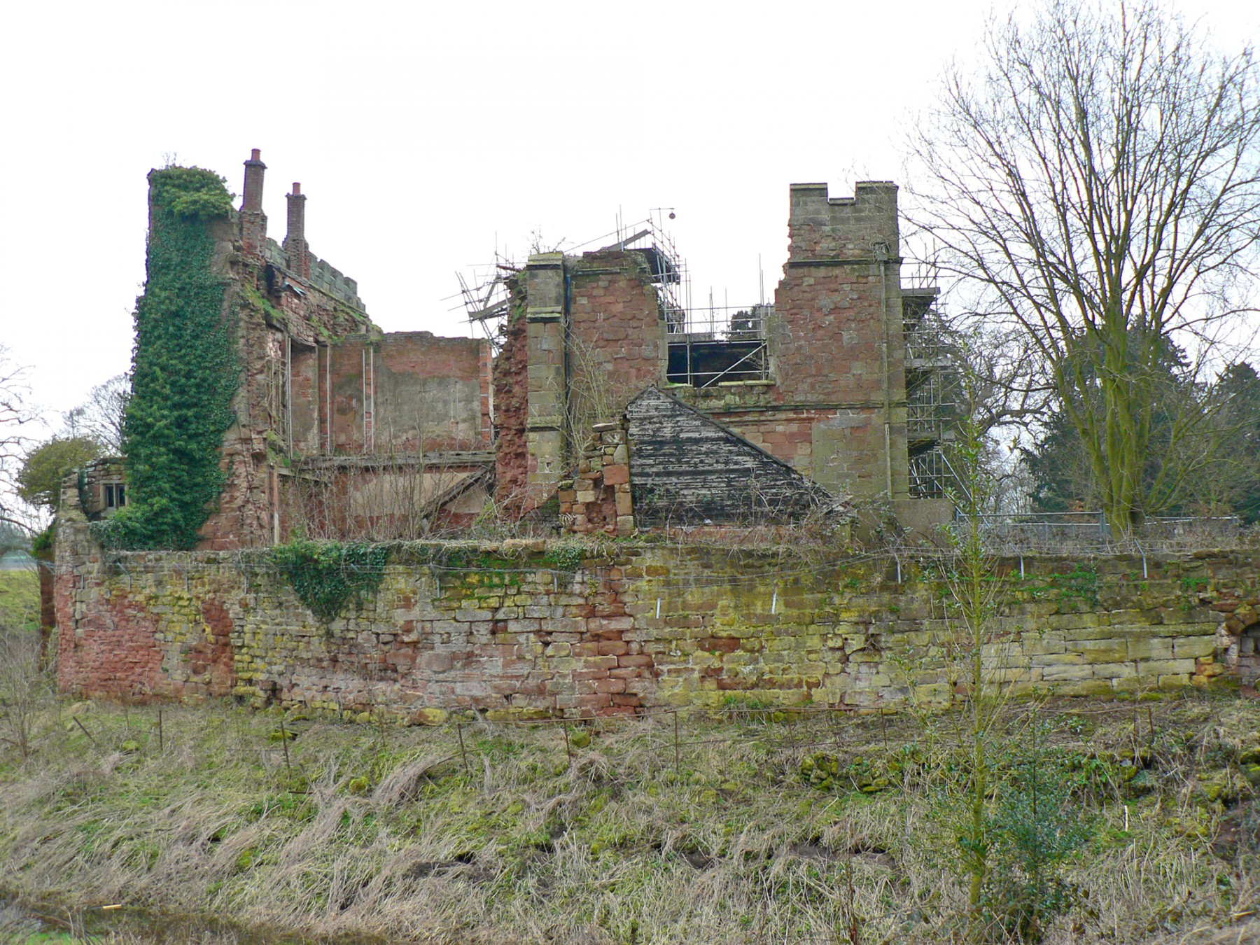 Astley-Castle-competition-accomodation-Nuneaton-Warwickshire-Landmark-trust-English-Heritage-short-list-Jamie-Fobert-architects-site-1
