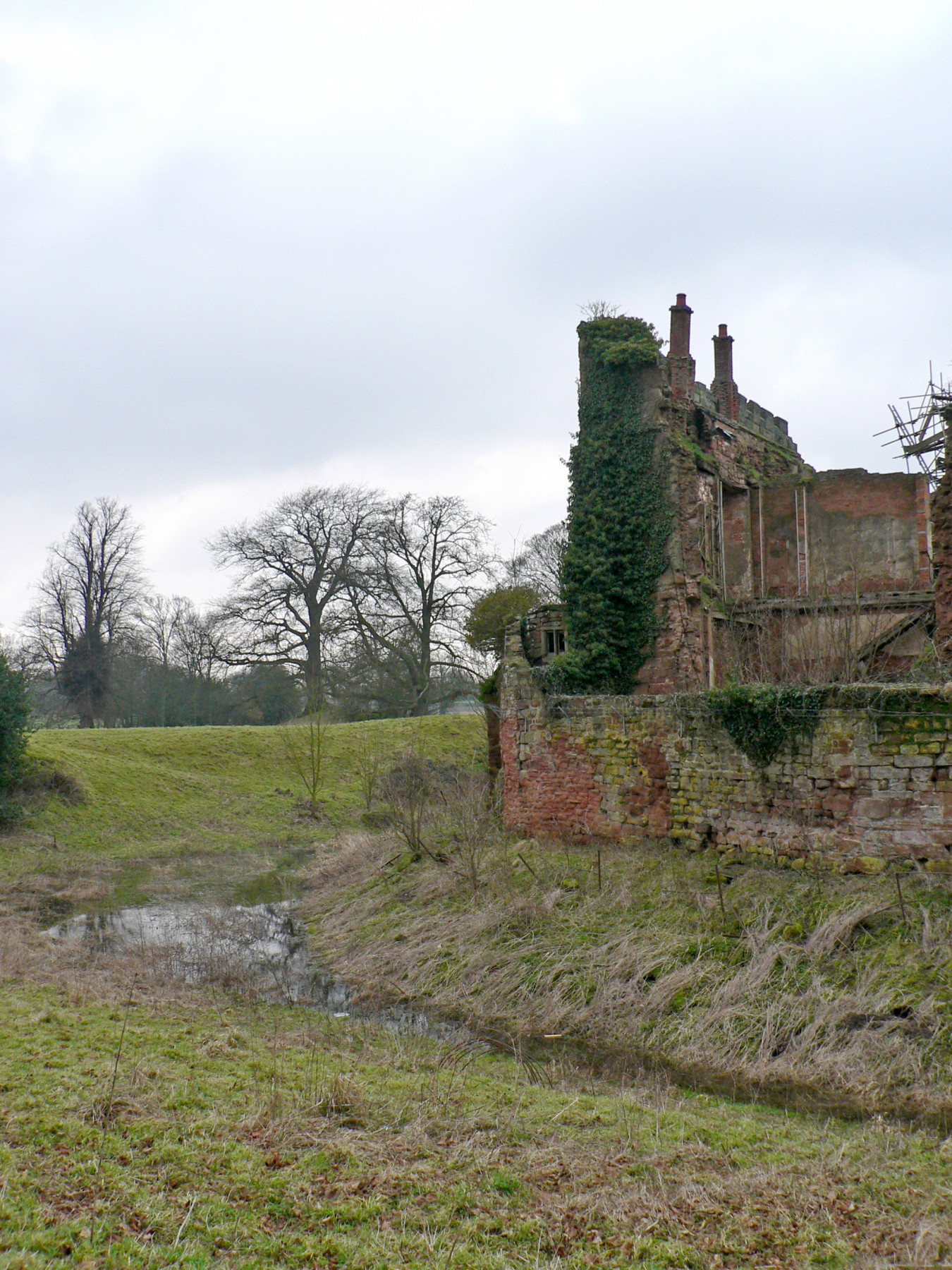 Astley-Castle-competition-accomodation-Nuneaton-Warwickshire-Landmark-trust-English-Heritage-short-list-Jamie-Fobert-architects-site-2
