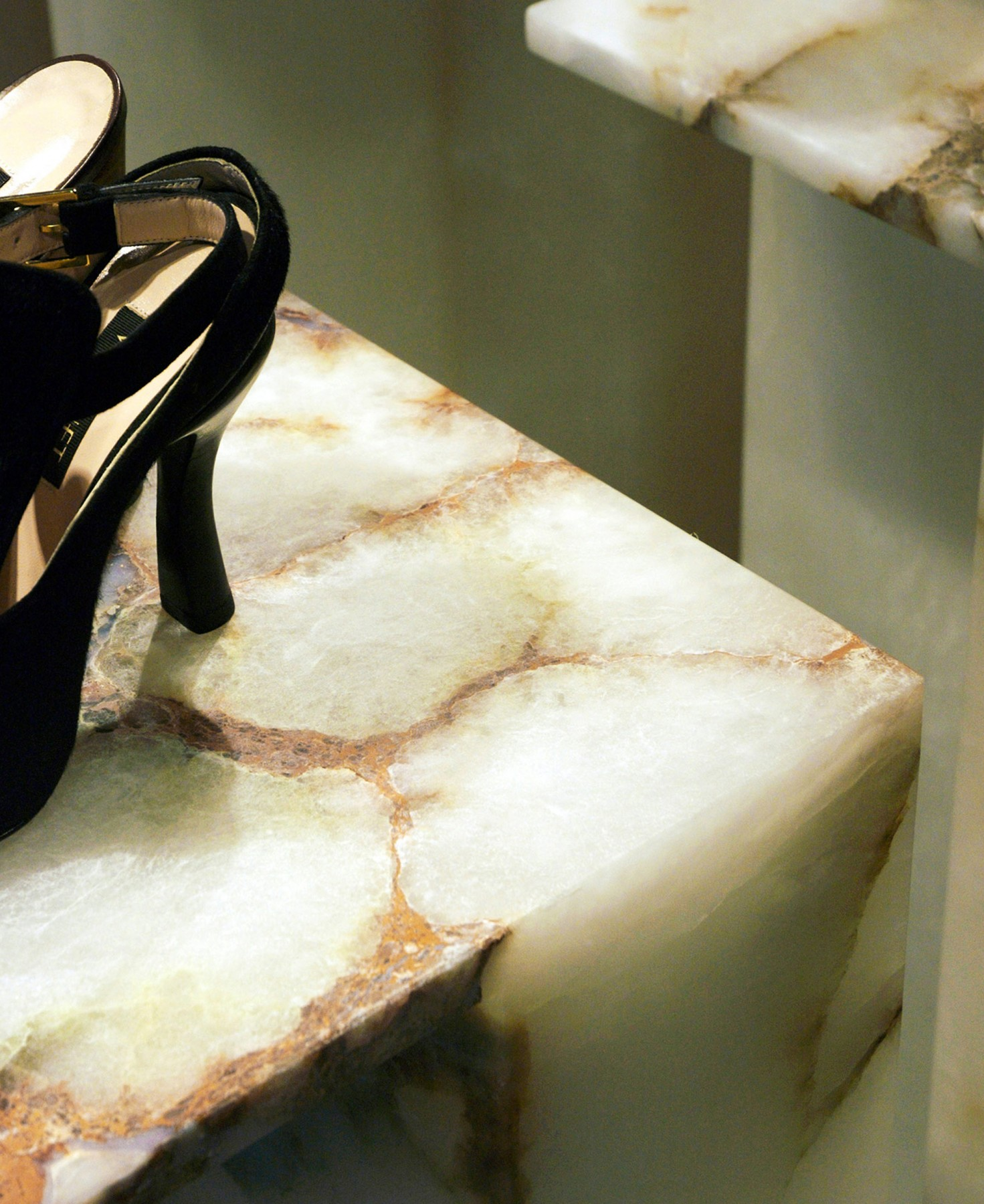 Selfridges-London-designer-fashion-retail-Jamie-Fobert-Architects-shoe-galleries-alabaster-plinths-7