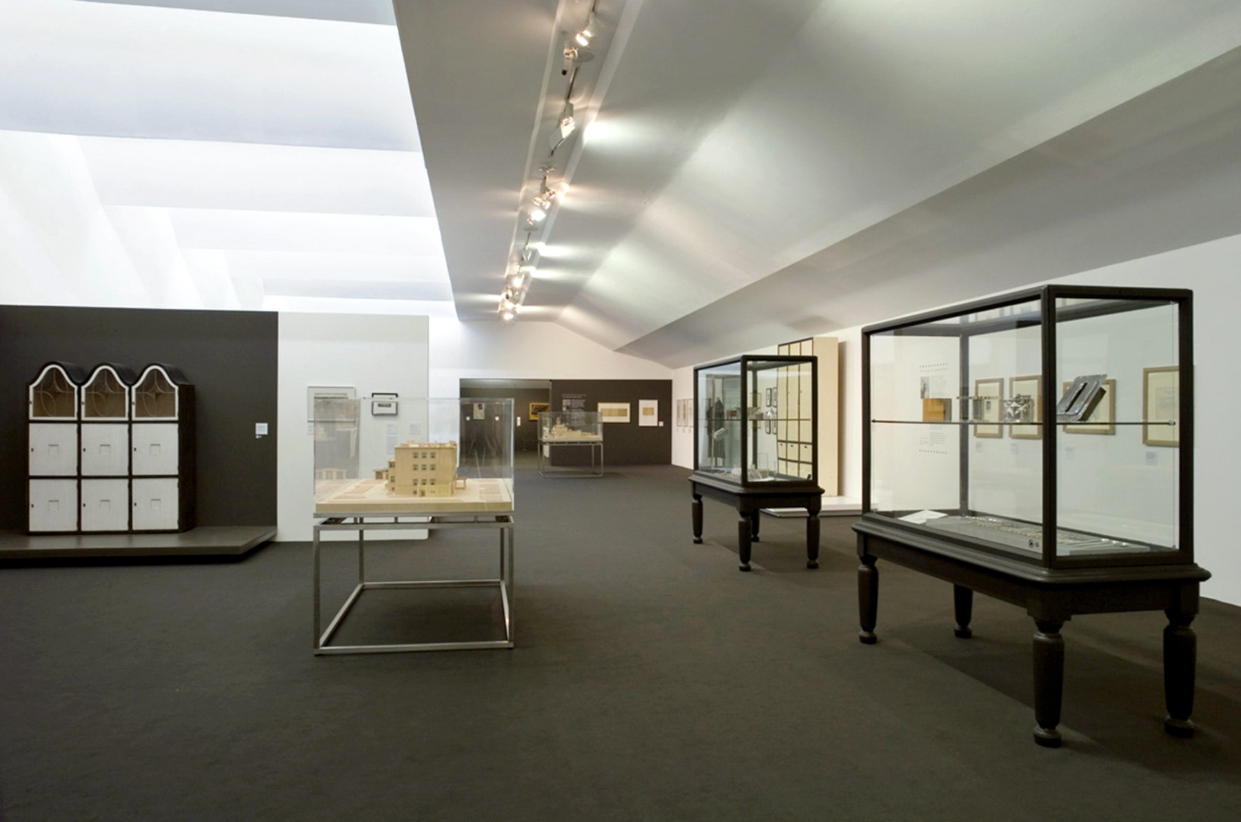 Gustav-Klimt-Painting-Design-Modern-Life-Vienna-Secession-Tate-Liverpool-art-exhibition-gallery-Jamie-Fobert-Architects-3