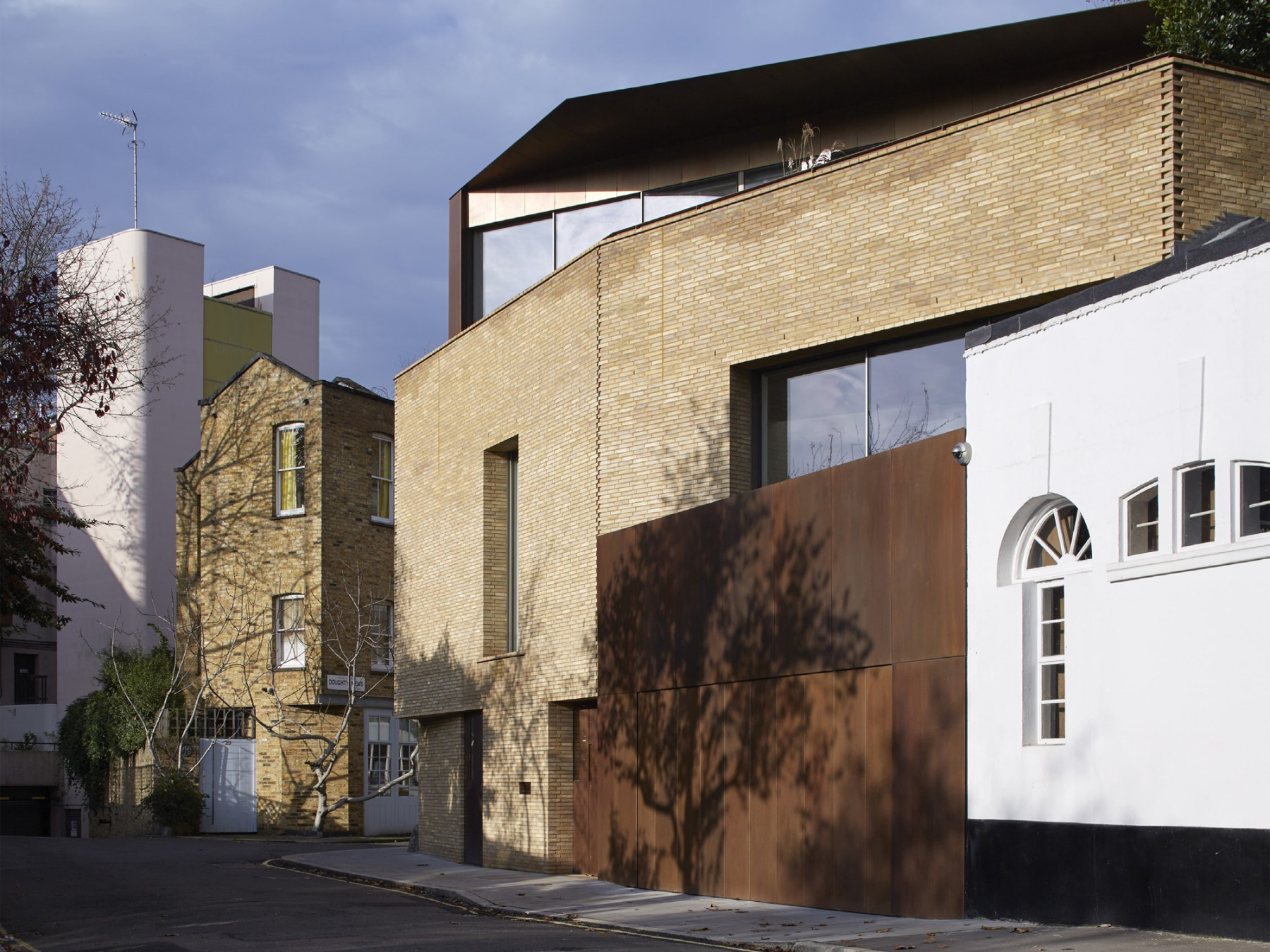 Levring-House-contemporary-London-residential-house-Jamie-Fobert-Architects-WAN-House-of-the-Year-Award-Doughty-Mews