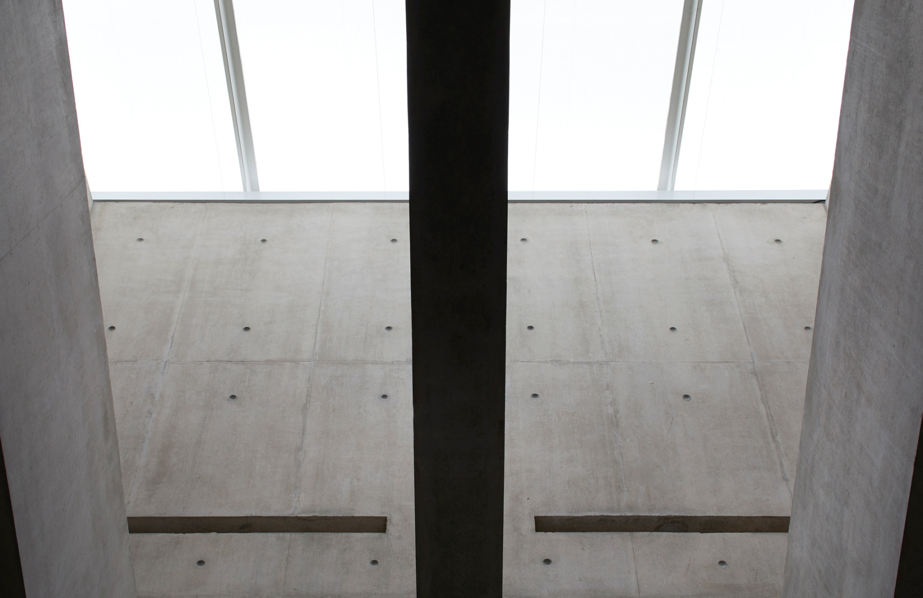 Jamie-fobert-architects-tate-st-ives-hufton-and-crow-concrete-rooflight