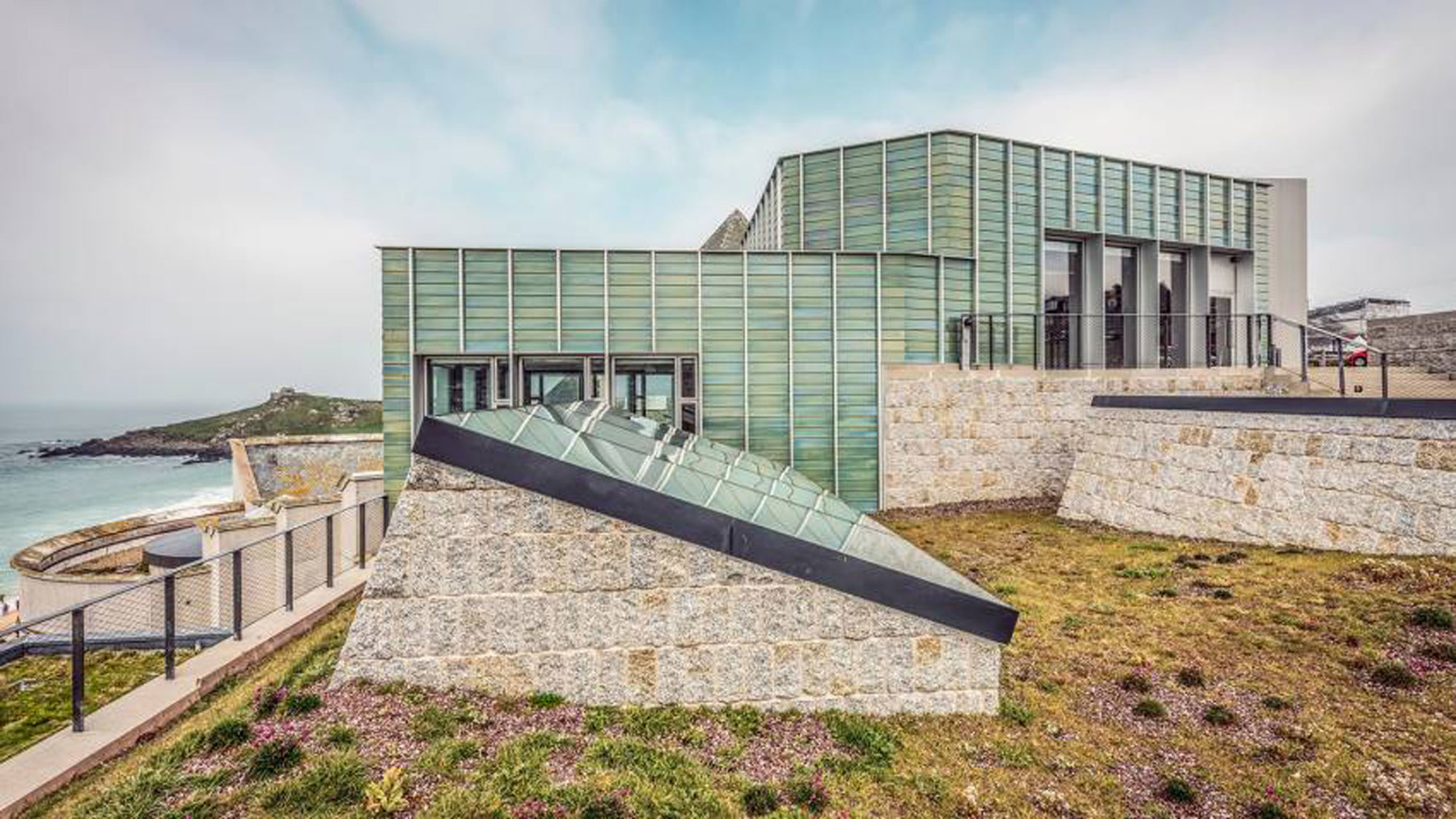 Tate-St-Ives-clifftop-planting-Marc-Atkins-museum-of-the-year-art-fund