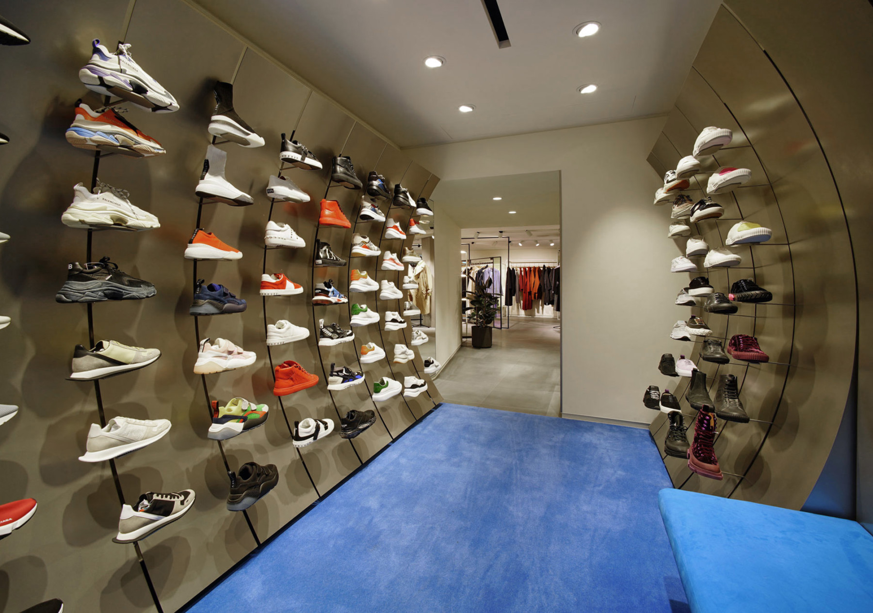 IT-HysanOne-HongKong-fashion-retail-luxury-department-store-shopping-design-concept-Jamie-Fobert-Architects-Sneaker-Poche