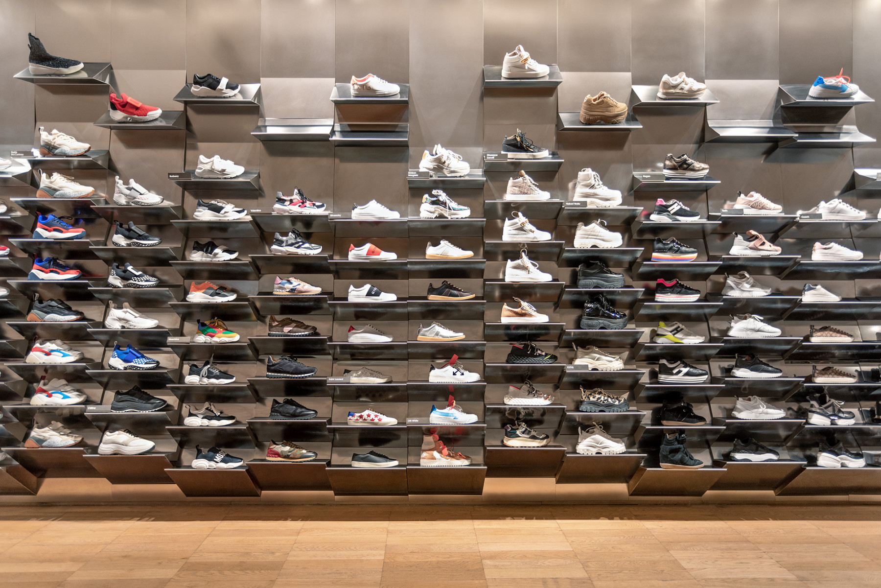 jamie-fobert-architects-selfridges-shoe-galleries-luxury-retail-concept-gallery-design-olivier-hess-photos-sneaker-wall2