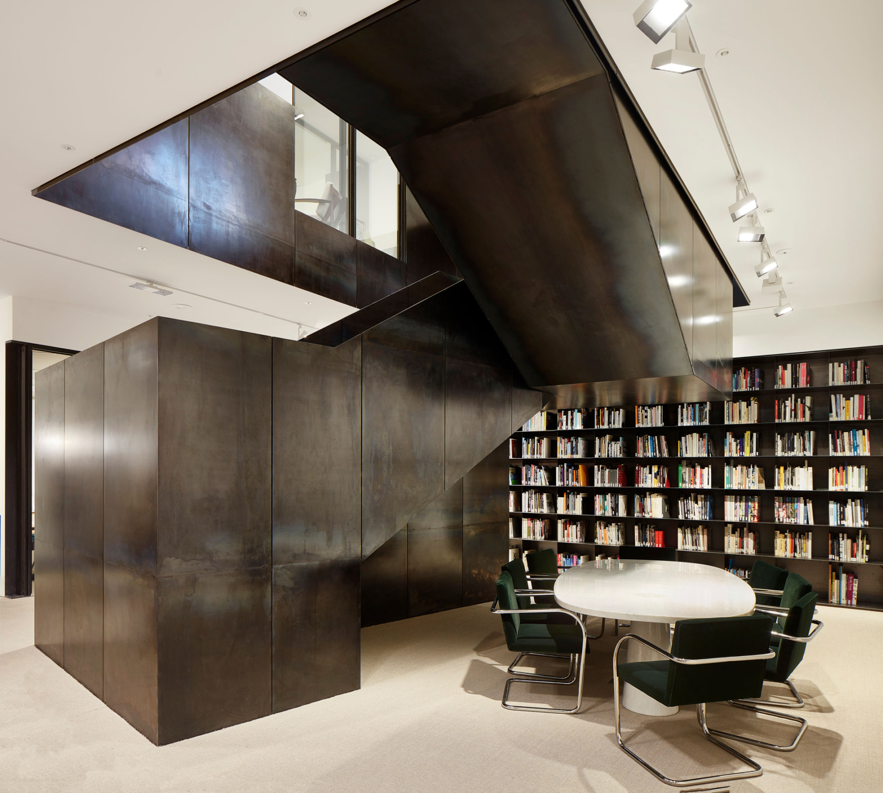 Pace-gallery-hanover-square-jamie-fobert-architects-black-steel-stair